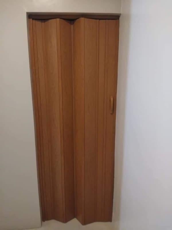 porta sanfonada amadeirada simples