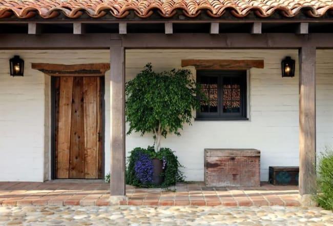 casa de campo com porta rustica