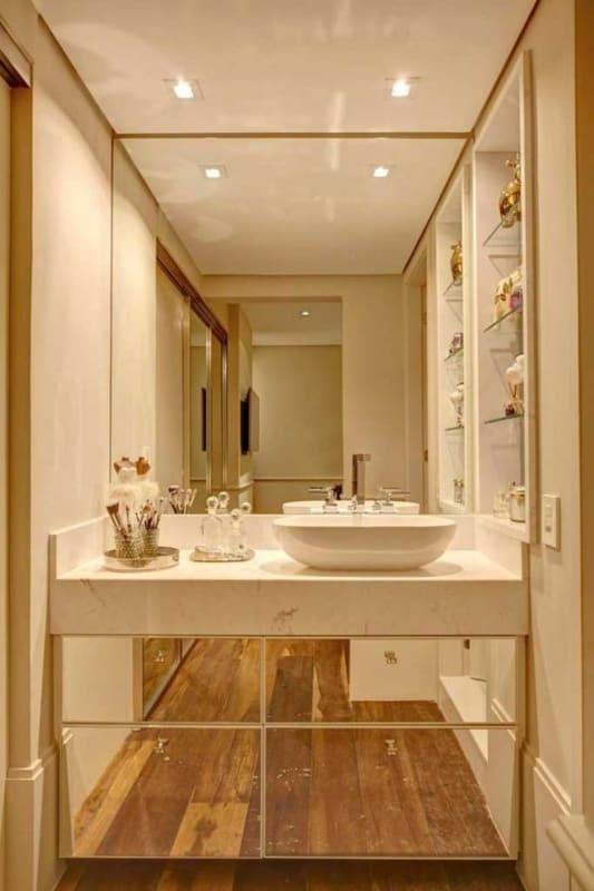 banheiro moderno off white com espelhos