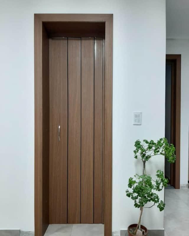 porta de madeira sanfonada pequena