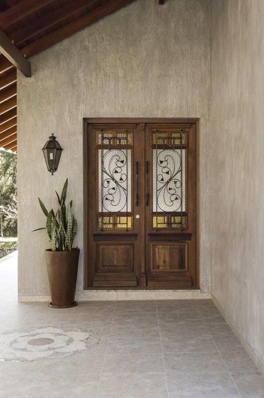 porta de entrada em madeira rustica