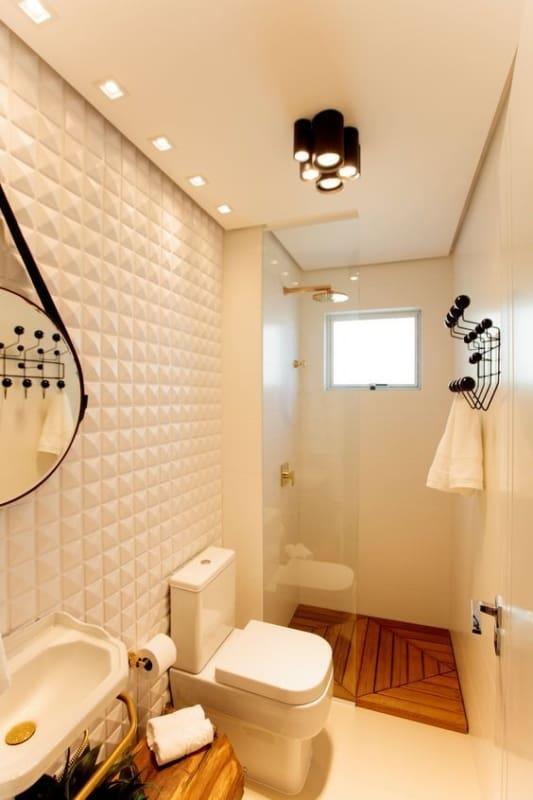 banheiro pequeno com paredes off white
