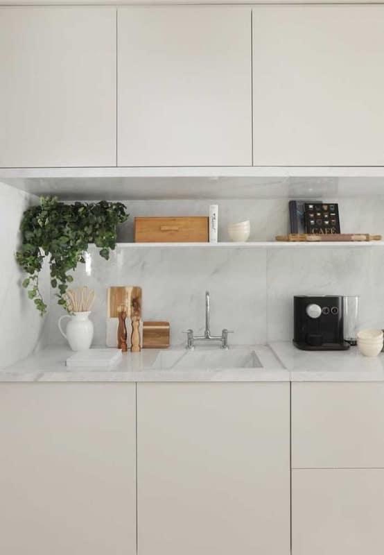 cozinha clean com armarios off white