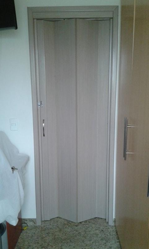 porta de madeira sanfonada simples