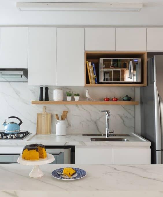 cozinha planejada com cores claras