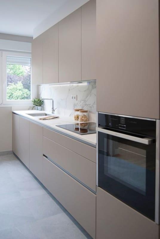 cozinha moderna com armarios planejados