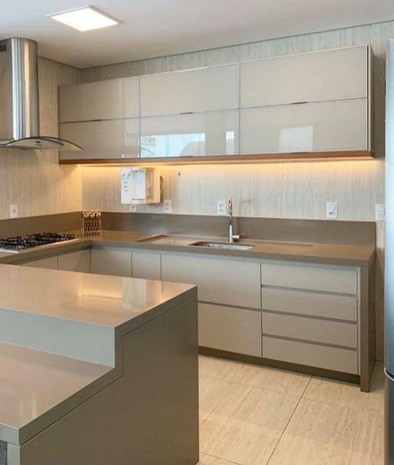 cozinha com armarios off white