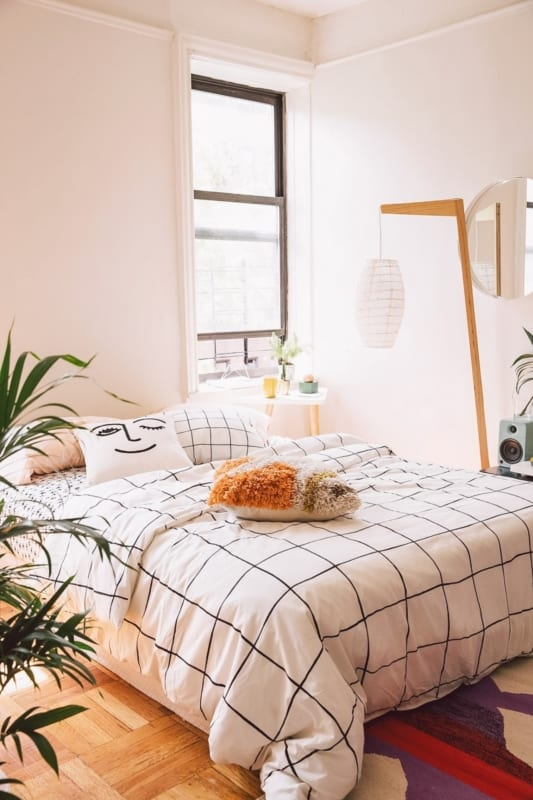 cama simples com iluminacao natural