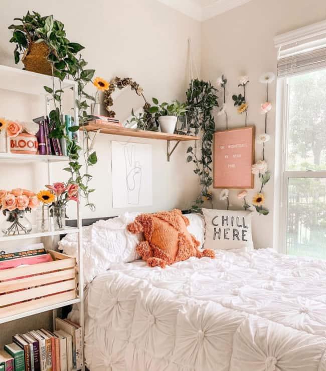 cama tumblr decorada com plantas e flores