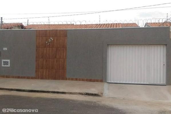 casa com muro cor Elefante Suvinil