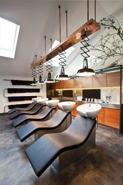 salao de beleza decorado com elementos rusticos
