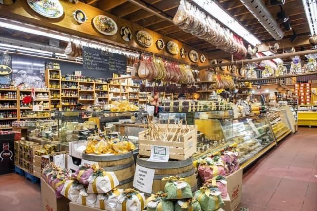 loja de queijos e laticinios com estilo rustico