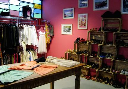 decoracao aconchegante e simples para loja de roupas em casa