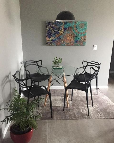 sala de jantar com parede elefante suvinil