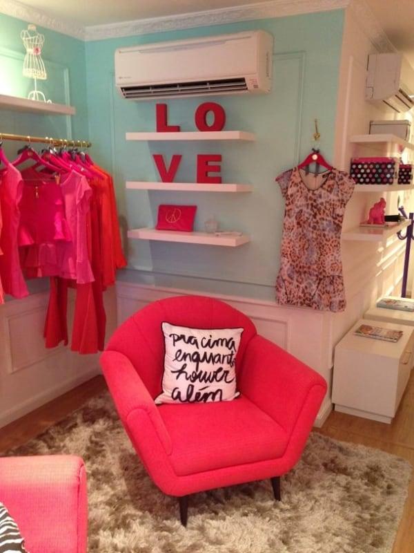 decoracao colorida para loja de roupa em casa