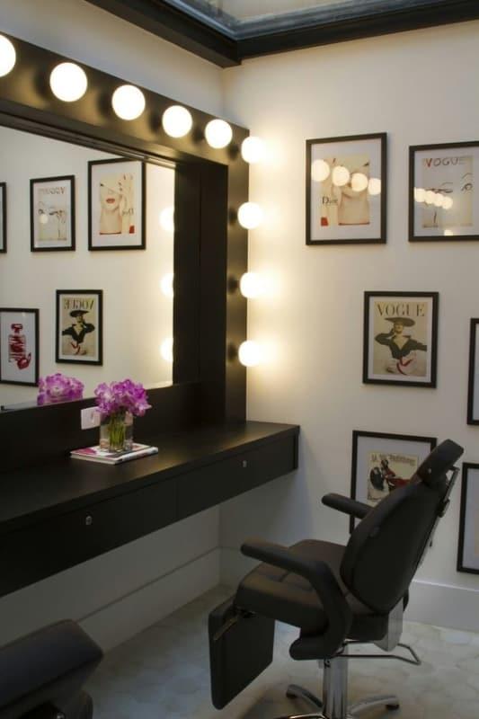 salao de beleza pequeno com decoracao retro