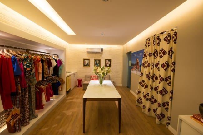 loja de roupa moderna em casa