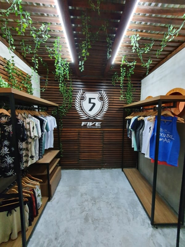 decoracao moderna e descolada de loja pequena de roupas