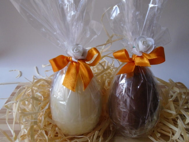 ovo de pascoa com embalagem simples de celofane