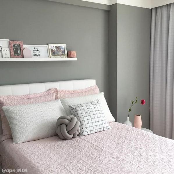 quarto com parede cinza elefante Suvinil