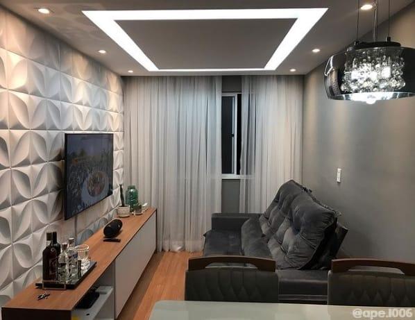 sala pequena com parede cinza elefante Suvinil