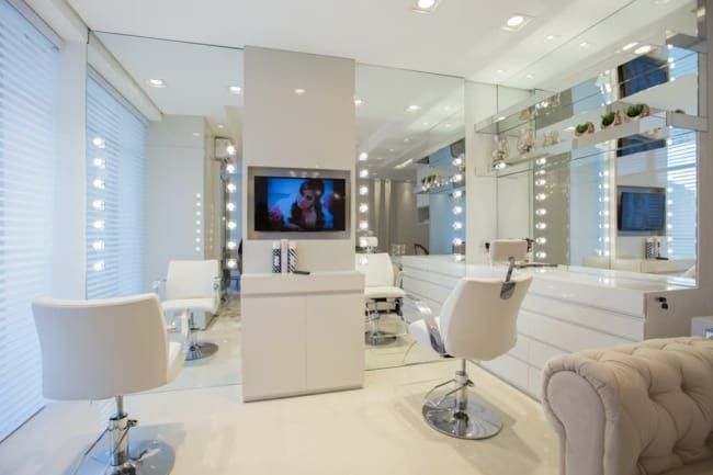 salao de beleza com decoracao clean