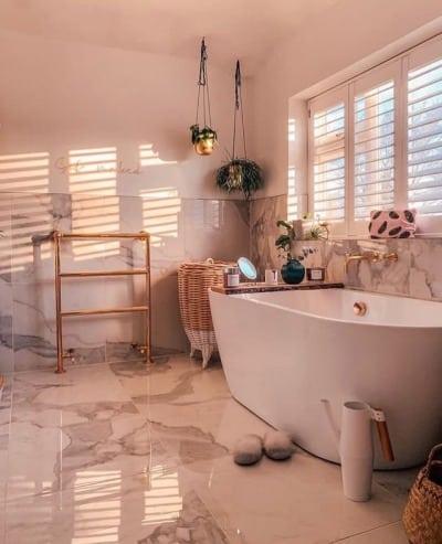 banheira grande e elegante