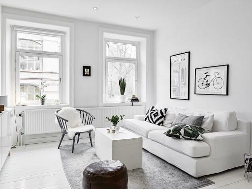 sala com predominancia do branco em contraste com preto e cinza
