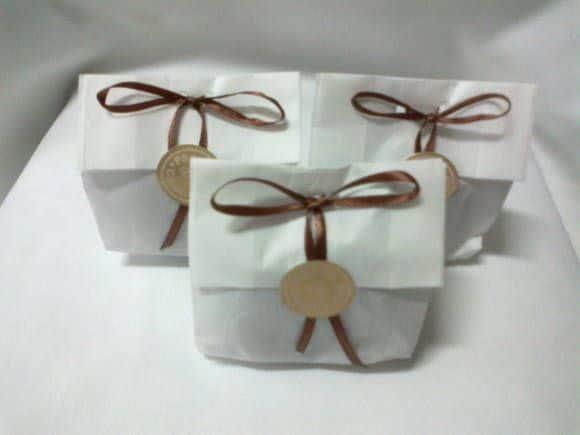 pao de mel em saquinho de papel
