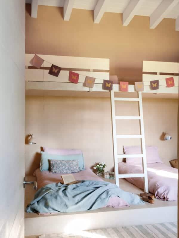 quarto infantil com parede cor areia