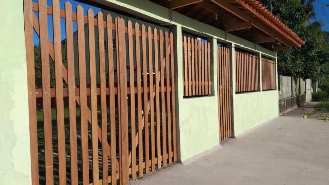 portao de madeira simples tipo pivotante