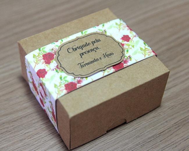 caixinha personalizada de pao de mel para casamento