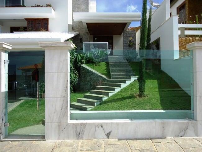 14 casa moderna com portao social pivotante de vidro
