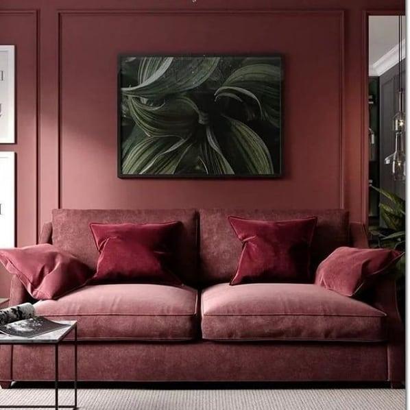 sala decorada com cor marsala