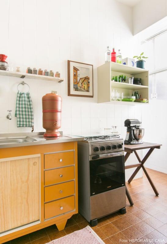 cozinha com pintura de azulejo branca