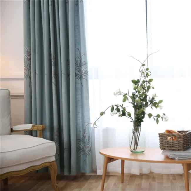 decoracao com cortina de linho bordada