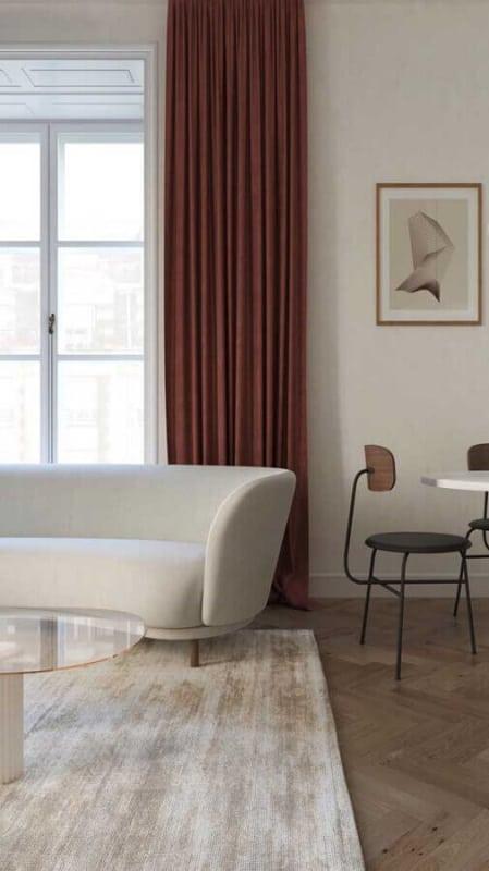 sala com cortina marsala
