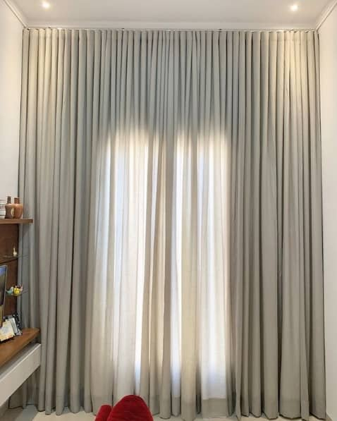 decoracao com cortina de linho cinza