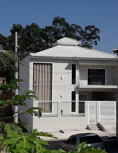 fachada de casa moderna com cor cromio