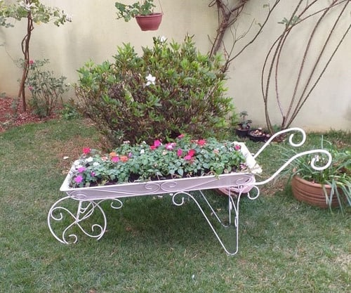 modelo de jardineira decorativa para jardim