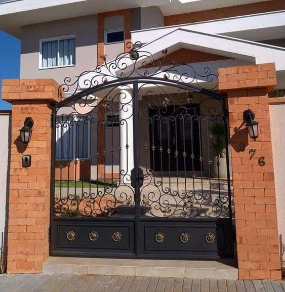 22 fachada de casa com portao pivotante de ferro preto
