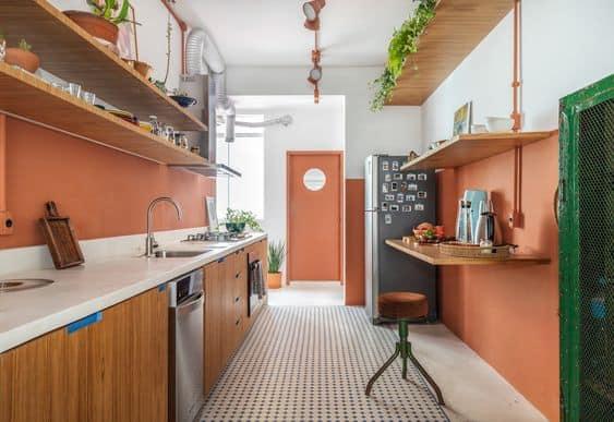cozinha com meia parede em cor goiaba