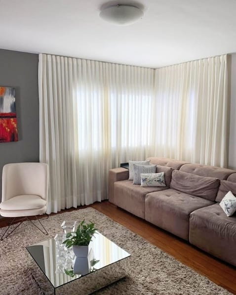 sala com cortina em L de linho