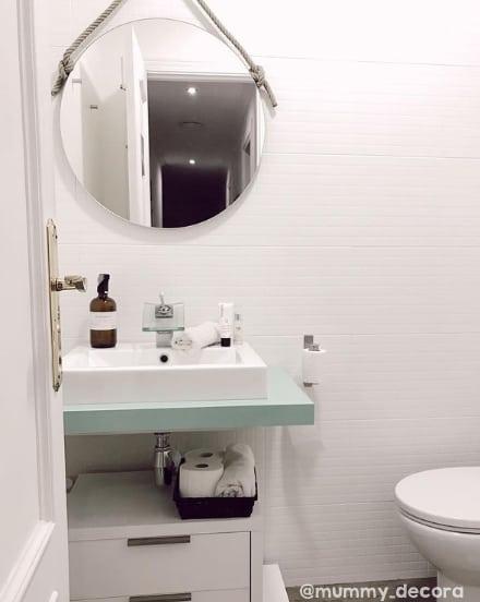 revestimento de banheiro pintado de branco