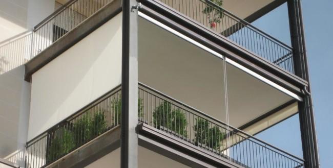varanda de apartamento com toldo vertical