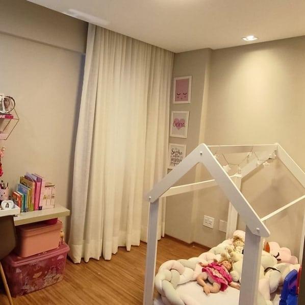 quarto de crianca com cortina de linho