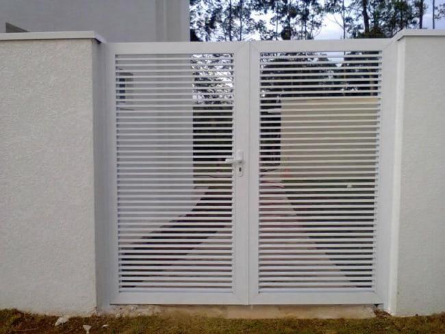 portao pivotante de aluminio branco