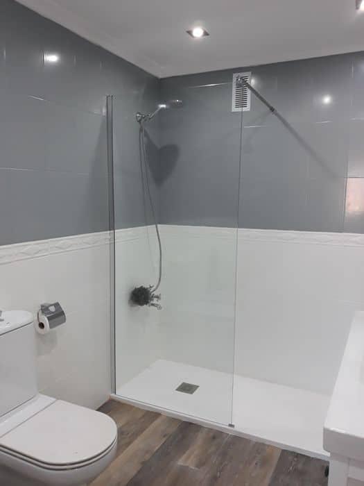 banheiro reformado com tinta para azulejo