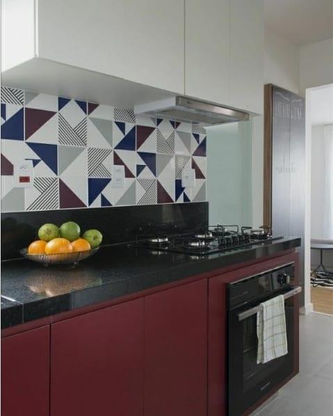 cozinha pequena com armarios marsala