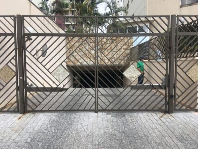 portao de garagem pivotante em aluminio